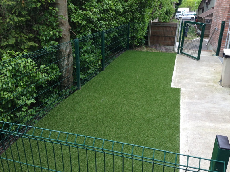 Dog friendly garden gallery examples of our work for Garden designs for dogs
