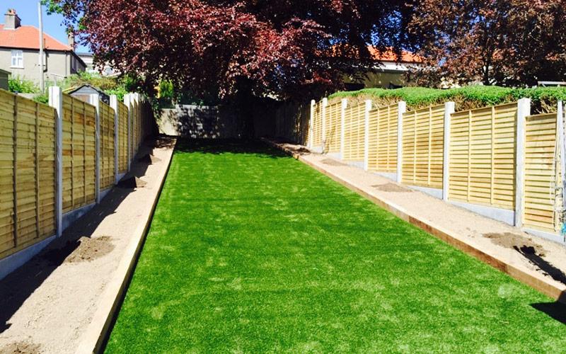 Artificial grass lawns for back gardens dublin ireland for Garden decking kildare