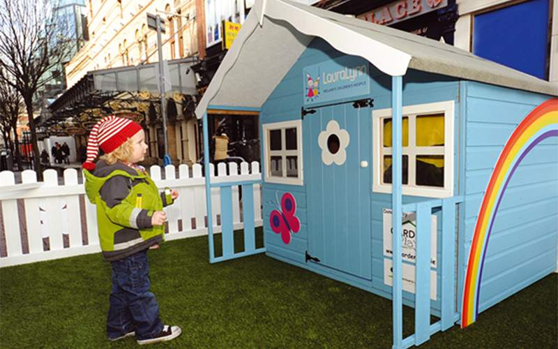 Fake grass for outdoor marketing pop-up